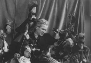Jan Dorman i jego lalki w Teatrze Dzieci Zagłębia. Fot. Archiwum TDzZ w Będzinie.